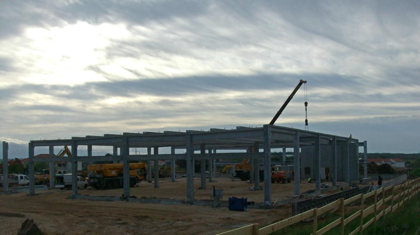 Montaža AB konstrukcije na prodajnom objektu Plodine u Ninu, Hrvatska,  površine cca 2.300 m2